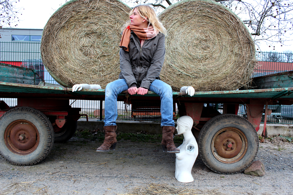 Mary_Dee_Fotosession_Puppen_im_Feld_2012