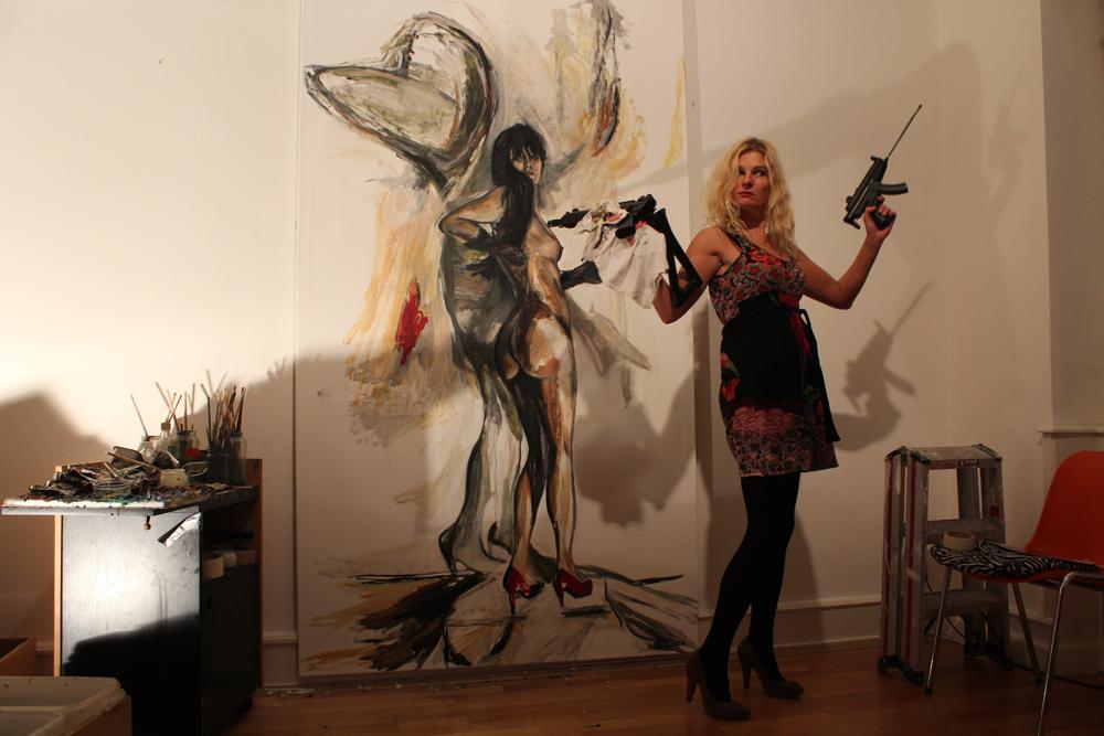 Mary Dee at work 2013, german painters, german artists, zeitgenössische Künstler Deutschland, zeitgenössische Malerei, Performance Art Germany, Künstlerin